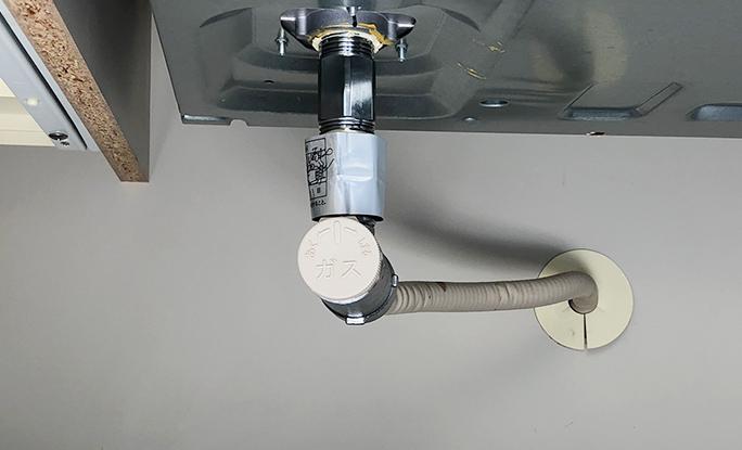 システムキッチンのキャビネット内等に設置されたガス栓